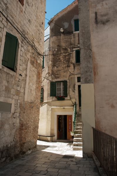 Around the palace and the rest of the historic district in Split, it is easy to get a bit turned around in the many narrow alleys and passage ways.